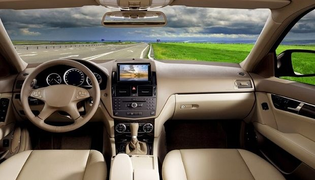 스마트 카 시대, 이제 차에서 편히 앉아서 즐길 수 있을까?